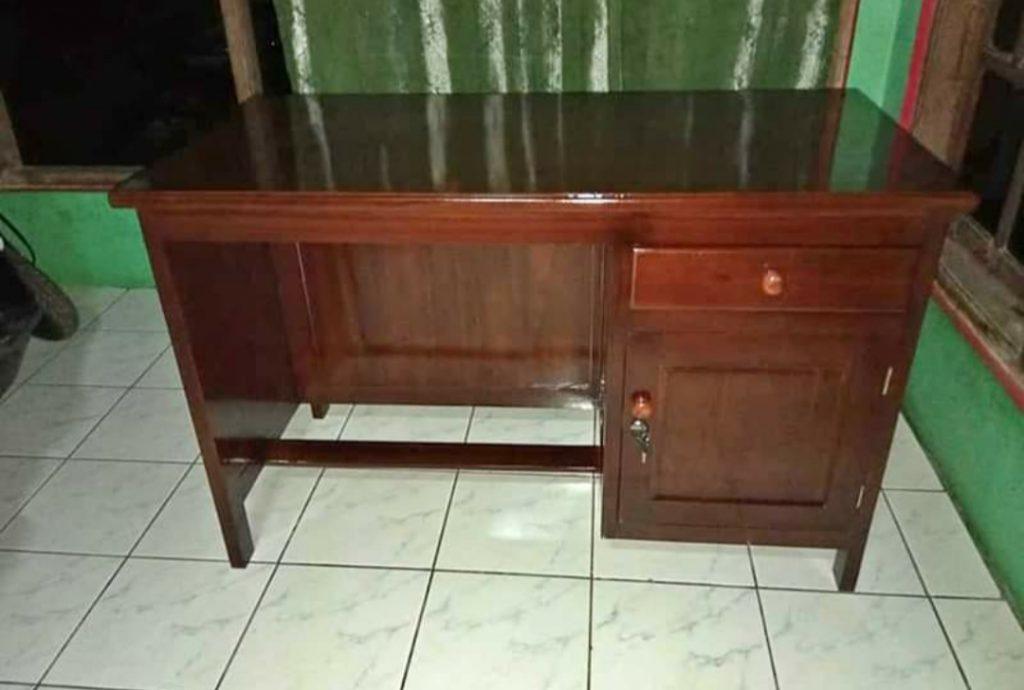 Gambar Meja Kantor Minimalis Untuk Staf, Karyawan, Sekertaris Murah Kayu Jati