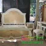 Tempat Tidur Hantaran Pernikahan Cat Duco Putih